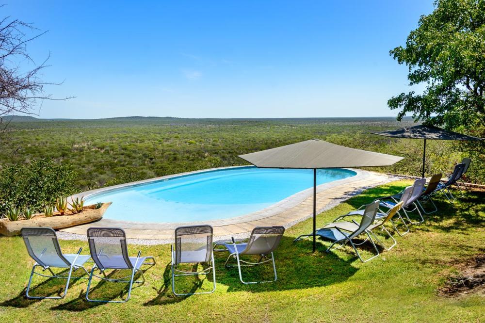 etosha safari camp zwembad.png