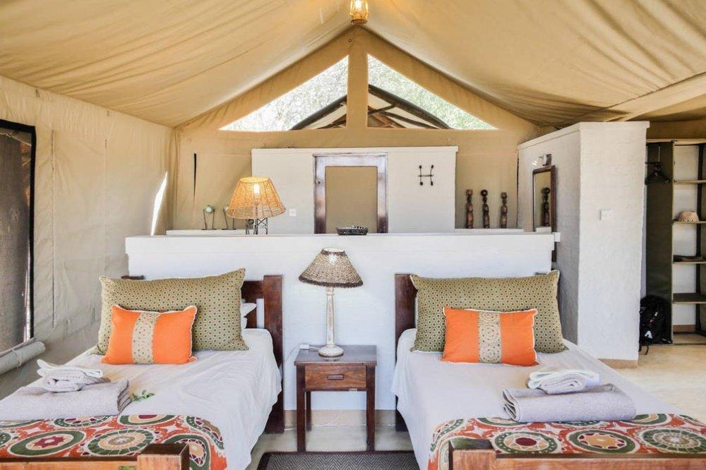 the hide de tent.jpg