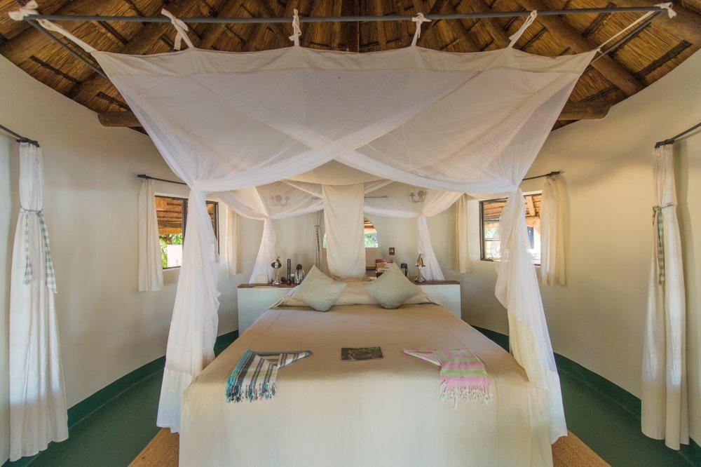nsefu camp kamer binnen 2 persoonsbed.jpg