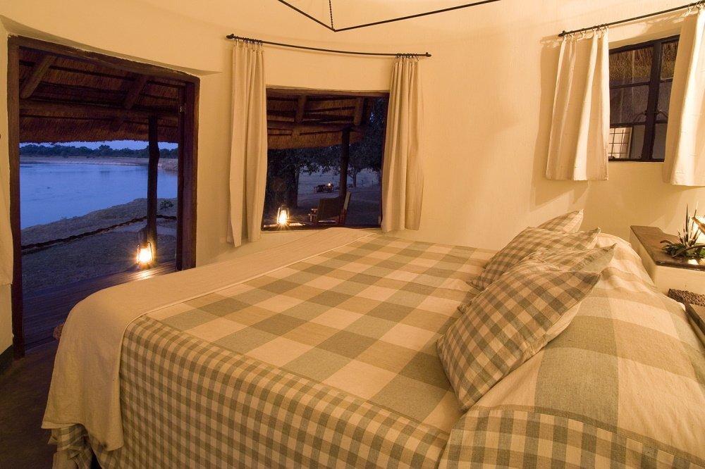 nsefu camp kamer binnen.jpg