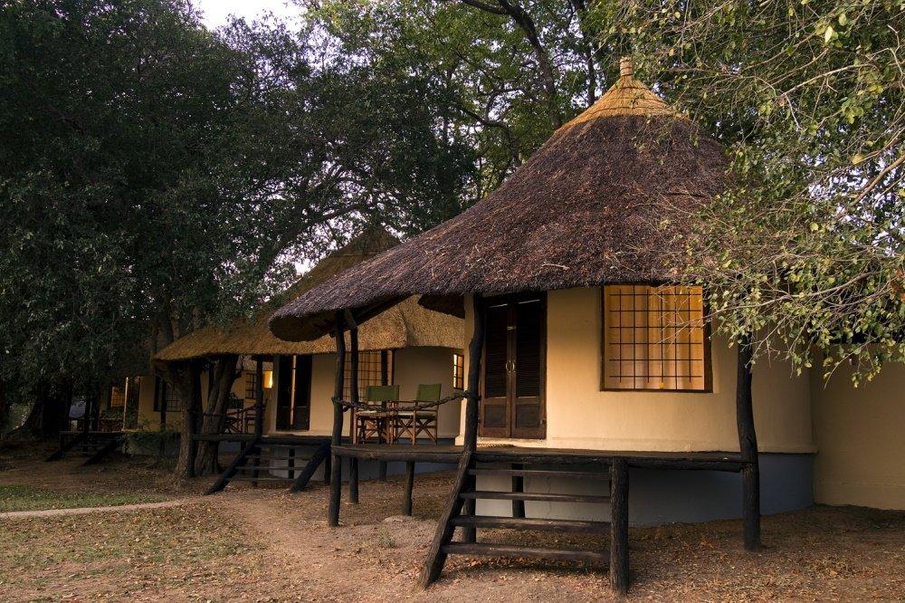 nsefu camp chalet van buiten.jpg