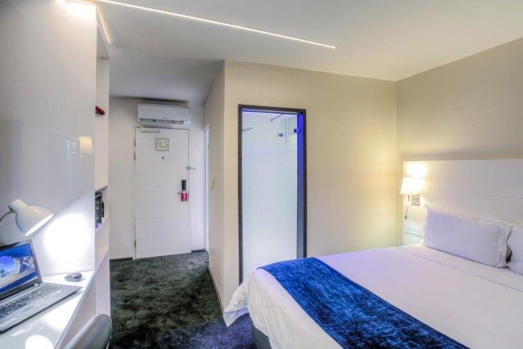 signature lux hotel sandton kamer.jpg