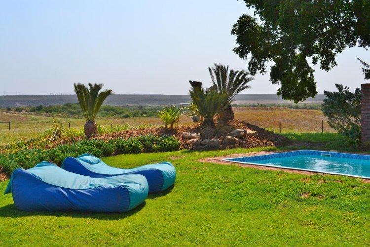 the kraal addo tuin met zwembad.jpg