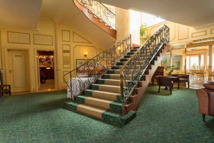 hansa hotel entree.jpg