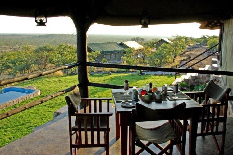mondjila safari camp uitzicht op tuin.jpg