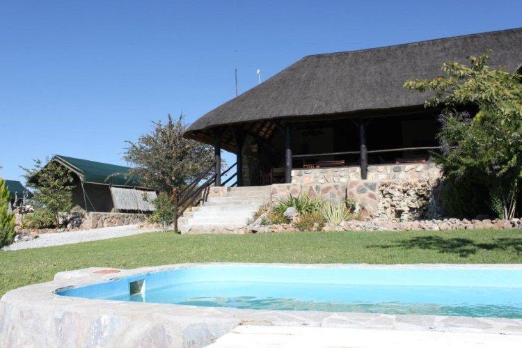 mondjila safari camp zwembad.jpg