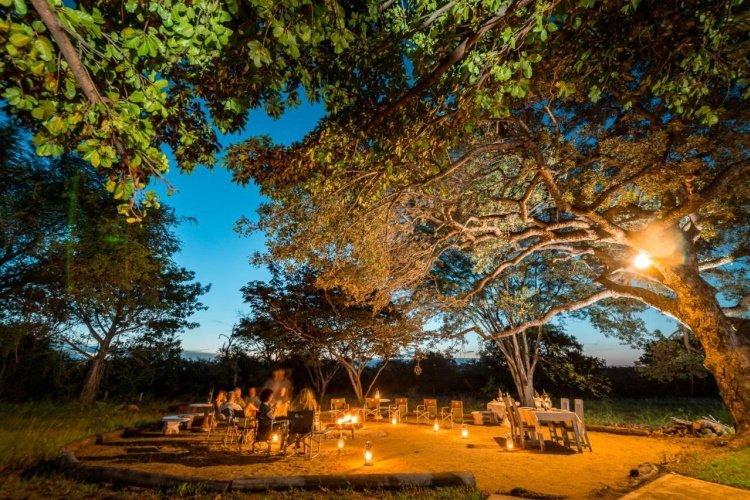 makuwa safari lodge kampvuur.jpg