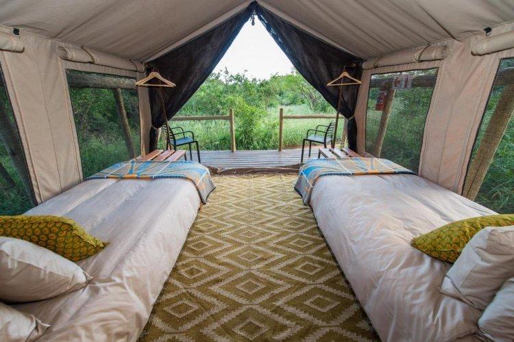 zululand lodge tent van binnen.jpg