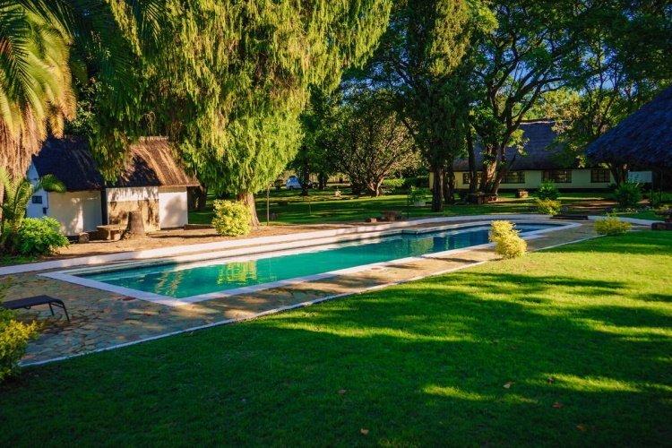 great zimbabwe hotel tuin.jpg