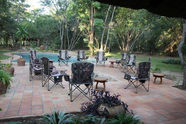 miombo safari lodge zwembad.jpg