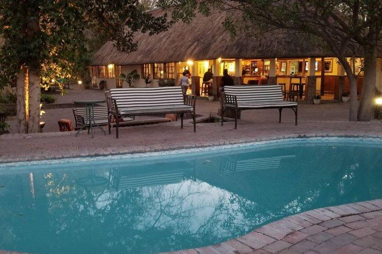 island safari lodge zwembad 002.jpg