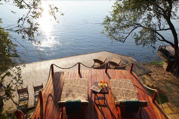 tongabezi lodge river relaxen.jpg