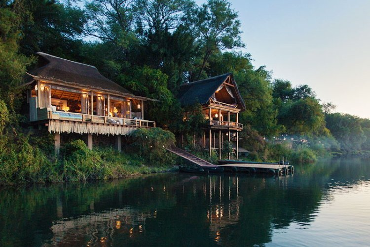 tongabezi lodge river zicht vanaf rivier.jpg