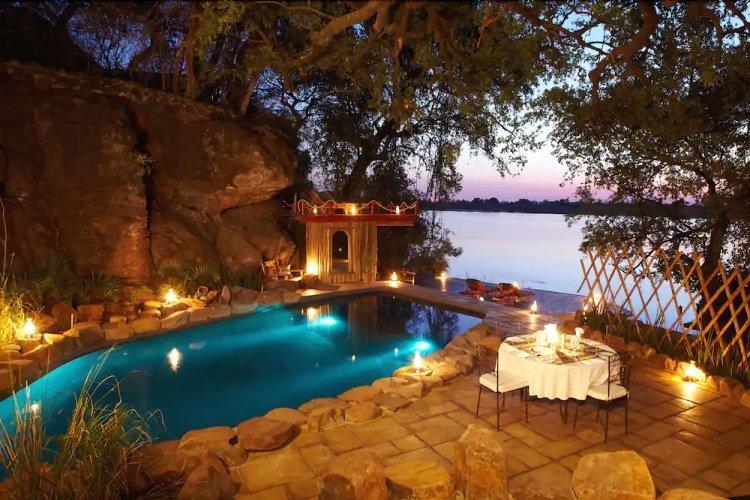 tongabezi lodge river zwembad.jpg