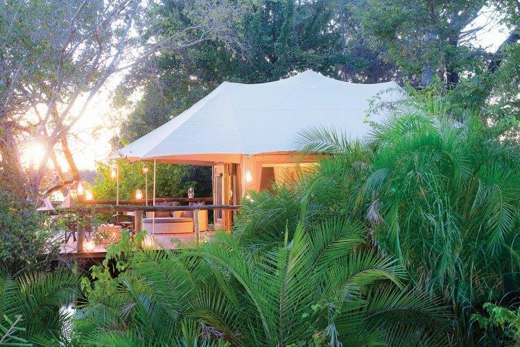 ila safari lodge tent van buiten.jpg