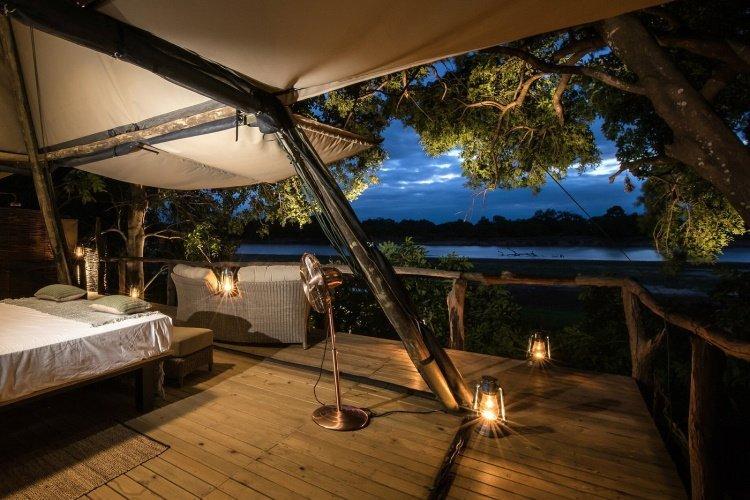shawa luangwa camp kamer avond.jpg