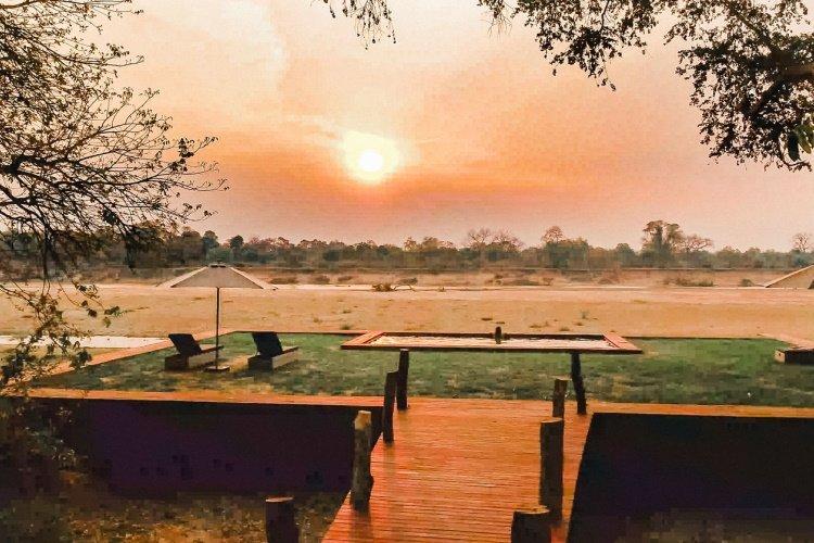 shawa luangwa camp zonsondergang.jpg