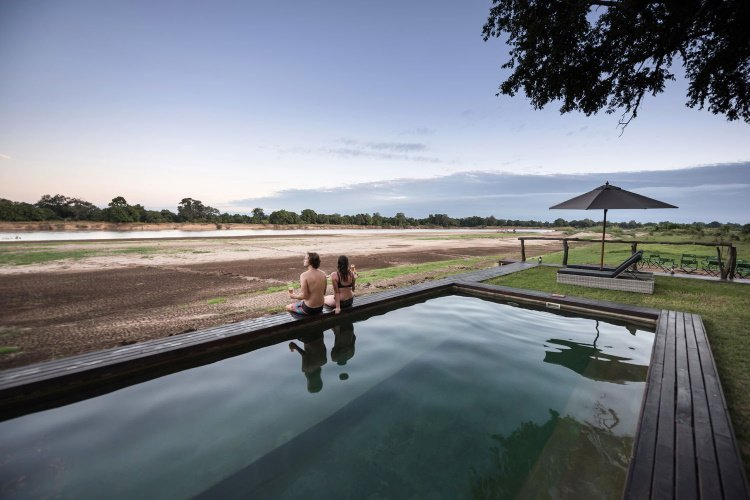 shawa luangwa camp zwembad.jpg
