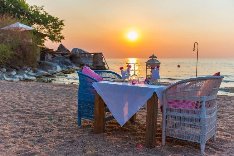 kaya mawa dineren zonsondergang strand.jpg