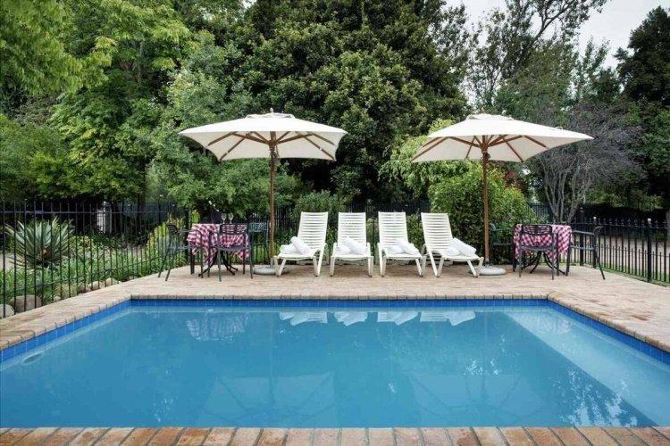 rivierbos guest house zwembad.jpg