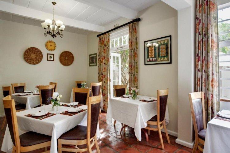 rivierbos guest house eetzaal.jpg