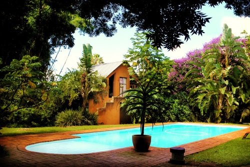 Malandelas Bed and Breakfast tuin en zwembad