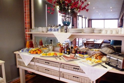 White Shark Guest House ontbijt