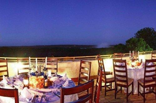 Victoria Falls Rainbow Hotel AVOND VANAF TERRAS
