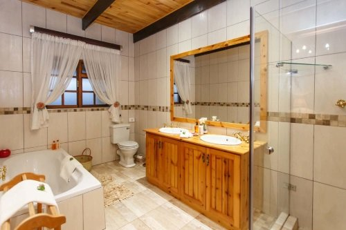 De Denne Guest House badkamer