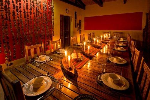 Namtib Desert Lodge eetkamer avond
