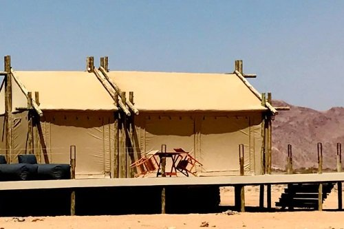 The Elegant Desert Eco Camp tent van buiten