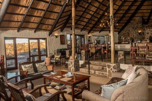 Big Cave Lodge lounge