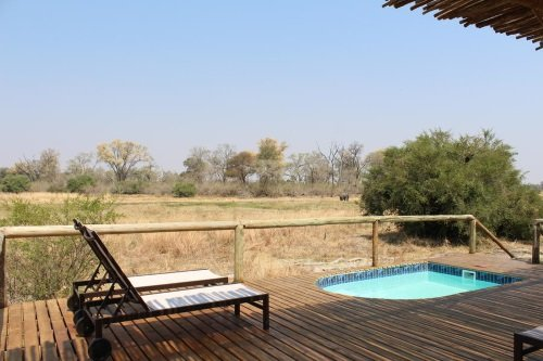 Sango Safari Camp terras met plunchpool