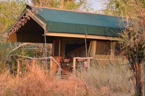 Sango Safari Camp tent van buiten 002