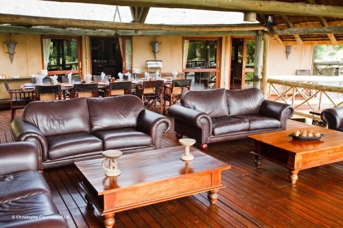 Deception Valley Lodge lounge en eettafel