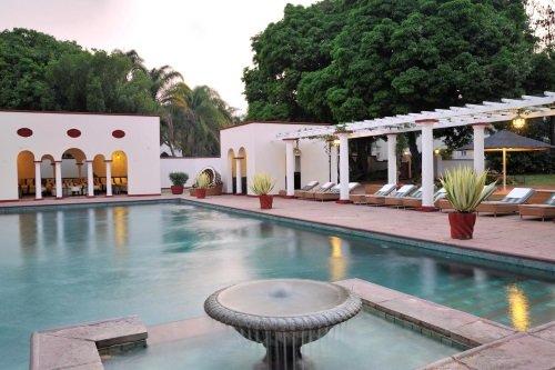Victoria Falls Hotel zwembad