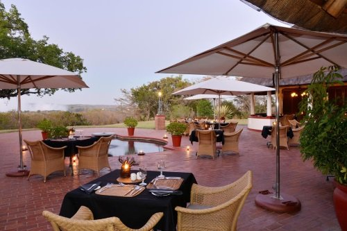 Victoria Falls Hotel buitenterras 001