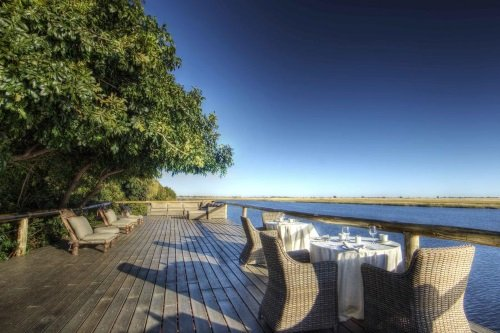 Chobe Game Lodge terras voor diner 002