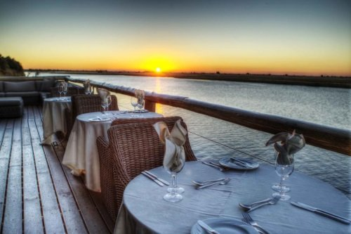Chobe Game Lodge terras voor diner 003