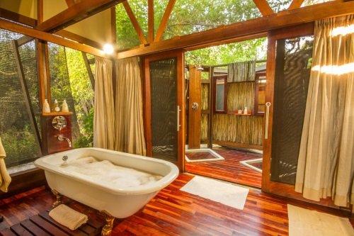 Kwando Lebala Camp tent badkamer