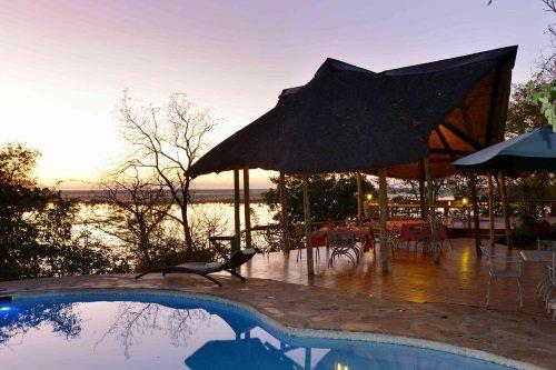 Muchenje Safari Lodge algemene ruimte met zwembad